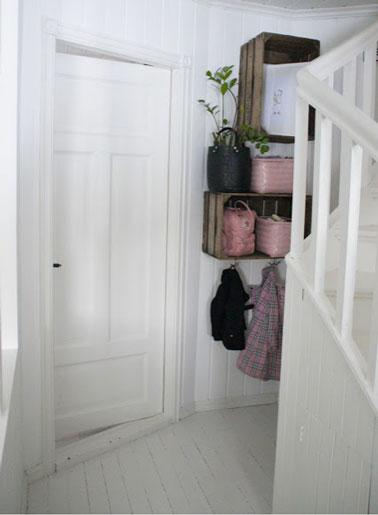 Entrée (rangements) dans Couloir avec-des-caisses