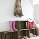 idee-rangement-chaussures-sous-escalier-en-caisse-bois